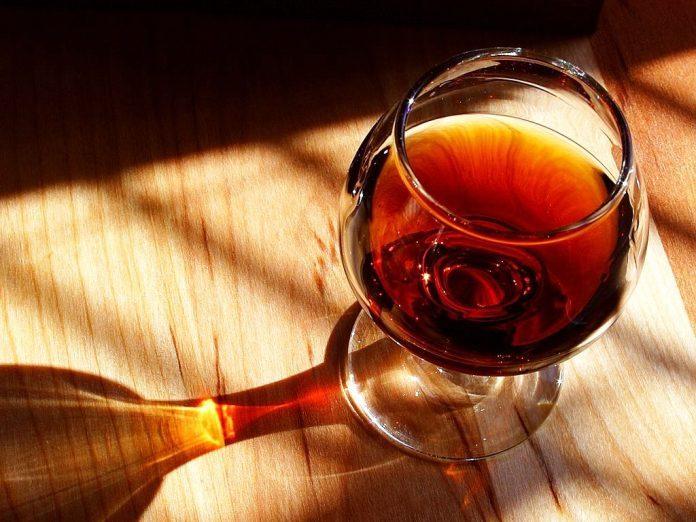 vino-696x522.jpg