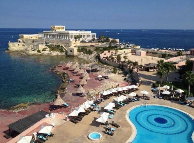 Medbar e Reef Club - Dragonara Resort.jpg
