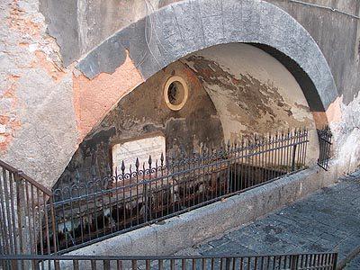 Fontana dei sette canali.jpg