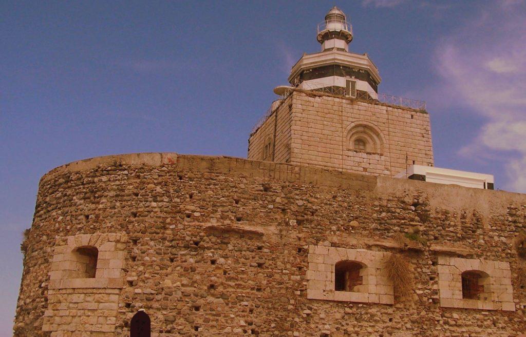 Torre della Lanterna di Montorsoli - Messina-wikipedia.jpg
