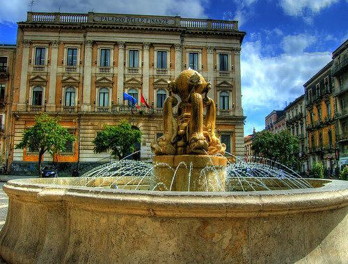 Fontana dei Delfini.jpg