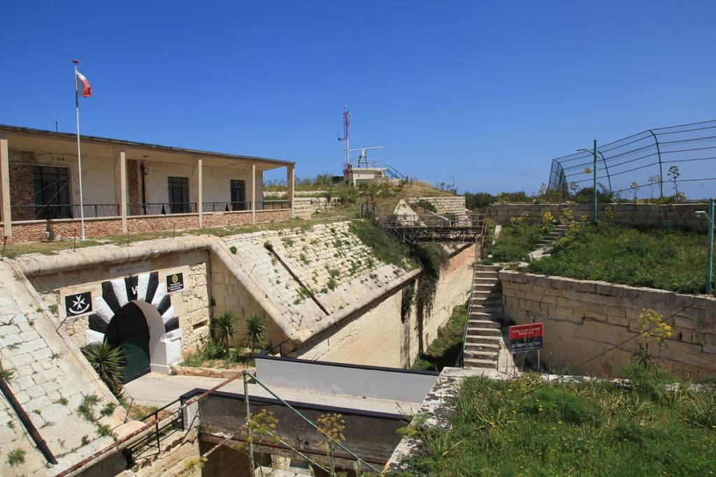 Malta_-_Swieqi_-_Triq_il-Madliena_-_Fort_Madliena (wikipedia).jpg