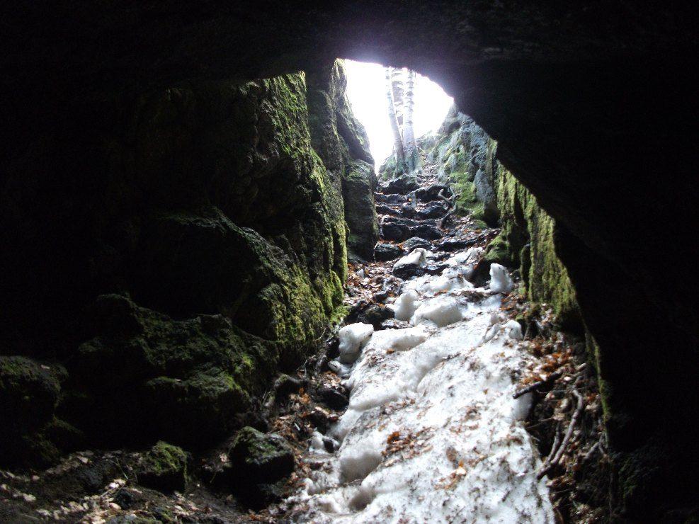 grotta dei ladroni-etna.jpg
