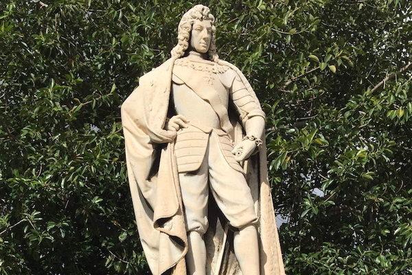 Statua di Carlo III di Borbone.jpg