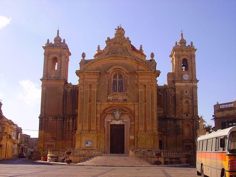 Qrendi_Pfarrkirche_Front_2.JPG