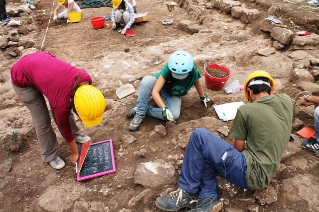 scavo-archeologici-a-calicantone (foto quotidiano di Ragusa).jpg