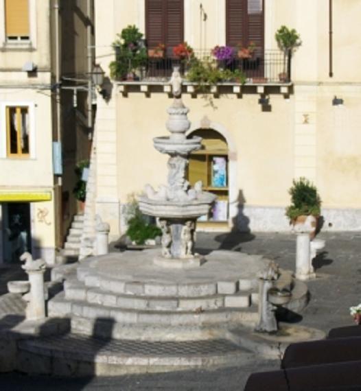 Fontana dei 4 cavallucci - Messina.jpg