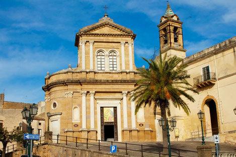 Santuario-della-Madonna-dell'Udienza-nel-Convento-del-Carmine-Sambuca-di-Sicilia.jpg