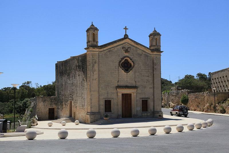 Malta_-_Qrendi_-_Misrah_tal-Maqluba_+_Kappella_ta'_San_Mattew_tal-Maqlubas.jpg