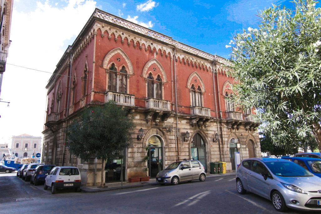 Palazzo Lucchetti.jpg