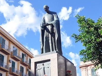 Monumento al Santo Annibale Maria di Francia.jpg