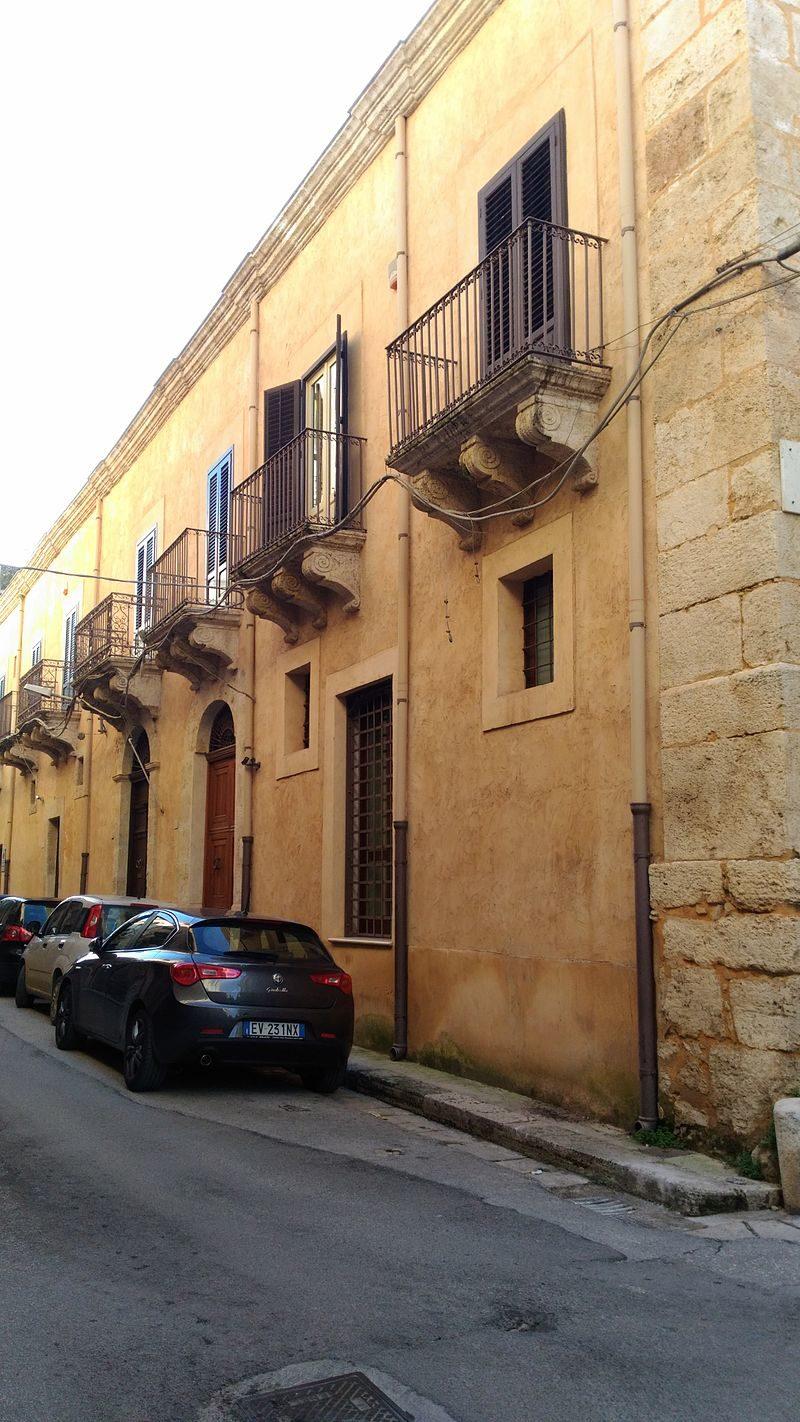 Palazzo_Guarrasi.jpg