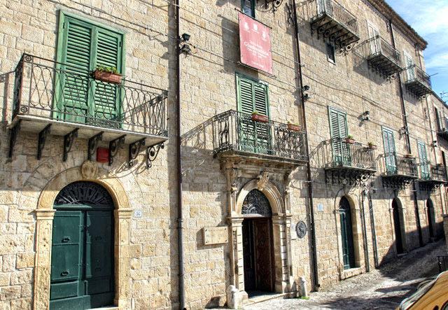 Palazzo Sgadari.jpg