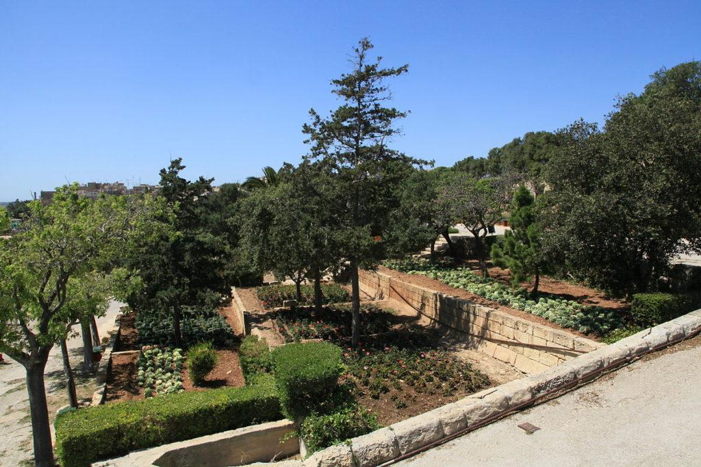 Herbert_Ganado_Gardens (Wikipedia).jpg