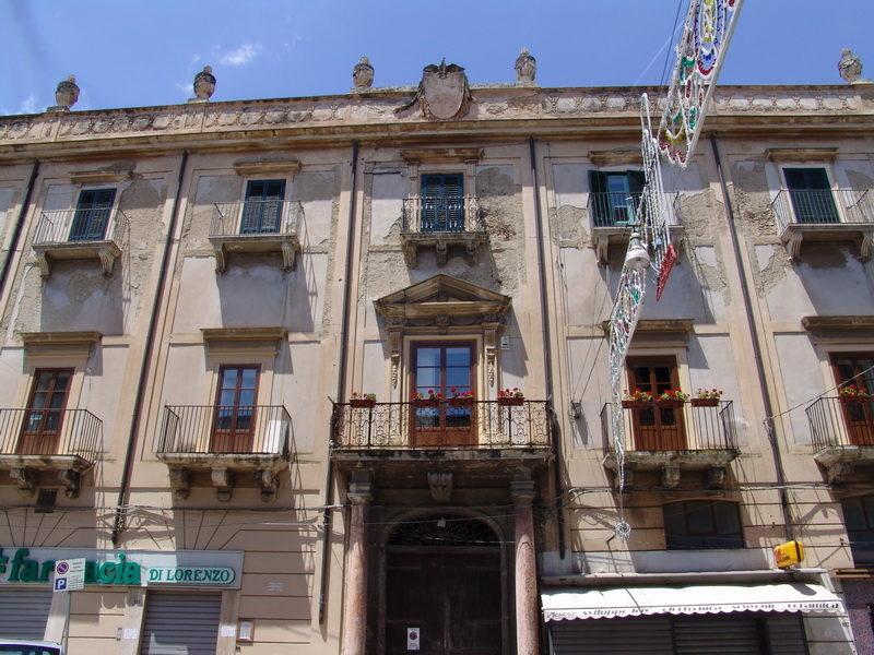 Palazzo pastore 2.jpg