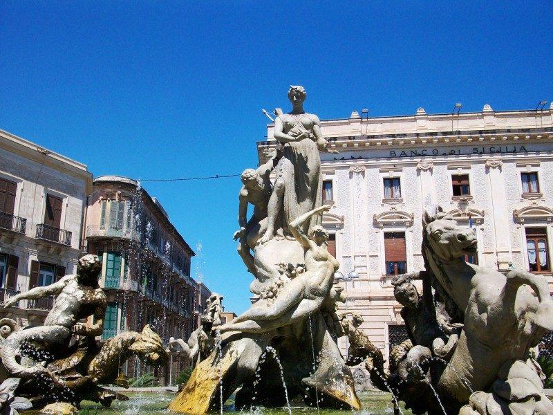 Fontana di Diana (Artemide) - Siracusa.jpg