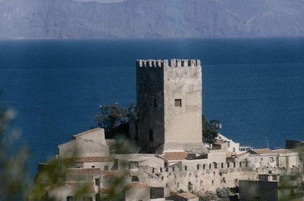 Castello-di-Brolo-veduta-panoramica-isole-Eolie.jpg