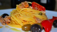Video ricetta spaghetti olive pomodorini capperi.jpg
