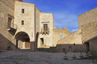 Castello_di_Carini.jpg