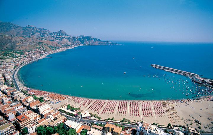 Spiagge di giardini naxos la sicilia in rete